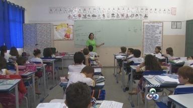 Seduc diz que salário de professores de Rondônia segue o padrão nacional - Estudo do G1 aponta que salário no estado está entre 10 piores do país.Gratificações elevam os vencimentos, justifica a secretária Fátima Gavioli.