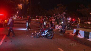 Cabo do exército morre em acidente na Avenida Costa e Silva - O rapaz pilotava uma moto e bateu na traseira de um caminhão de limpeza.
