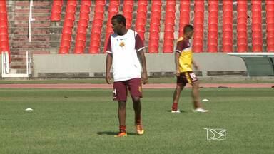 Após suspensão, Moisés volta ao time titular do Sampaio - Apesar do retorno do volante, Léo Condé ainda tem que administrar problemas por causa de lesões