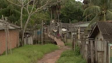 Bandidos invadem casa e trocam tiro com a polícia no bairro Novo Horizonte - Bandidos invadiram uma casa no bairro Novo Horizonte. Houve troca de tiros entre a polícia e os suspeitos.