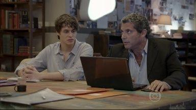 Henrique entrega as provas contra Heideguer para o delegado - O delegado promete tentar localizar a casa de Haroldo o mais rápido possível. Delma aparece aflita por notícias de Pedro