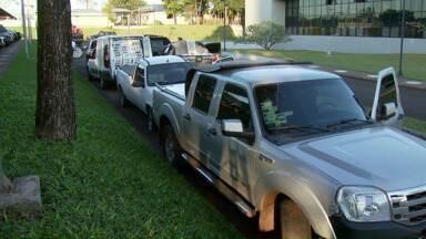 Seis carros com contrabando de cigarro foram apreendidos na região - Os seis veículos estavam no estacionamento de um hotel em Vera Cruz do Oeste. Em uma casa na Vila Bananal foram apreendidos cigarro e perfumes.