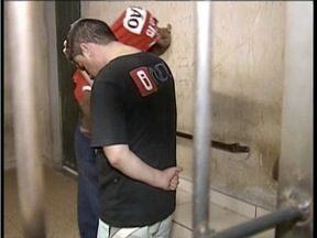 Suspeito de arrombar casa e apartamentos é encaminhado para Penitenciária de Paca - Homem foi preso na noite desta quinta-feira (25).