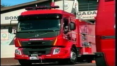 Corpo de Bombeiros de Alegrete recebe novo caminhão de combate à incêndios - Veículo foi comprado com recursos da consulta popular de 2014.
