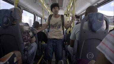 PASSAGEIRO - Ele poderia estar fazendo várias coisas