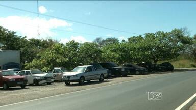 Vistoriador de veículos é preso por suspeita de furtar rádios dos carros, em Caxias - Os veículos estão no pátio da Polícia Rodoviária Federal (PRF).