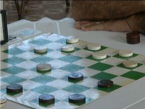 Sexto torneio metropolitano de Jogo de Damas reúne competidores no Vale do Aço - Torneio reuniu homens de diferentes idades.