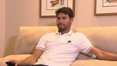 Sérgio Pinheiro revela curiosidades sobre Pedro Ken - Além de jogar no Vitória ele tem outra atividade. Saiba qual é.