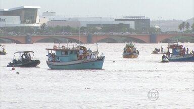 Dia de São Pedro é comemorado com uma procissão marítima no Recife - Santo recebeu homenagens de colônia de pescadores.