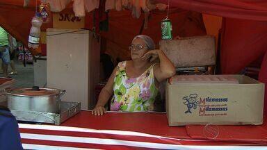 Associação de Ambulantes diz que vendas caíram no Forró Caju - Associação de Ambulantes diz que vendas caíram no Forró Caju
