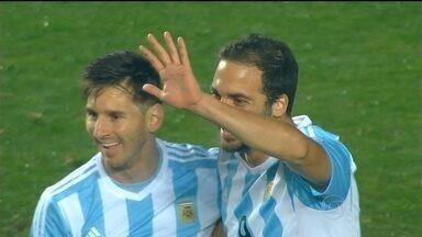 Argentina goleia o Paraguai na semifinal da Copa América - A seleção argentina derrotou o time paraguaio por seis a um. Lionel Messi não marcou durante a partida, mas participou de todos os gols. A Argentina enfrentará o Chile na final.