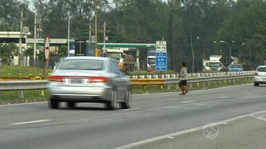 Cresce número de acidentes envolvendo pedestres na Via Dutra, no Sul do Rio de Janeiro - De janeiro a maio deste ano, já foram 15 casos, com dez feridos e oito mortos; advogada explica direitos de quem sofre acidente na estrada.