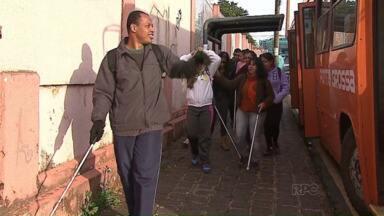 Justiça determina passe livre para deficientes - Em Ponta Grossa, quase dois mil deficientes usam o transporte público