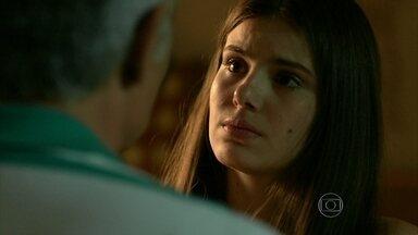 Angel questiona os sentimentos de Rogério por ela - O pai da jovem afirma que ficou decepcionado com o que ela fez em São Paulo e pede que ela se comporte num churrasco que ele vai oferecer para os amigos do trabalho