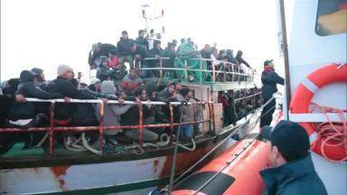 Número de refugiados atingiu um nível recorde no ano passado - Aproximadamente 6 milhões de pessoas foram para o continente europeu