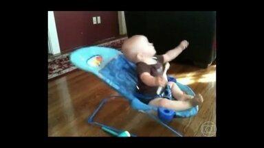 Fátima mostra um vídeo fofo de bebê brincando - Mateus Solano conta que adora ficar com seus filhos
