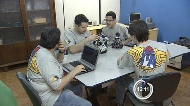 Alunos do ITA criam jogo de futebol no computador - Eles vão representar o Brasil em uma competição de robótica na China.
