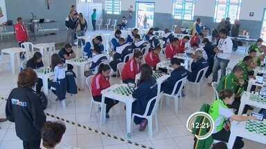 Jogos Regionais - Jogo de damas exige silêncio.