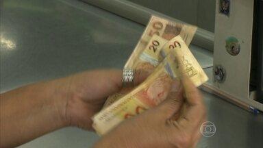 Governo permite aumento de crédito consignado - Brasileiros podem comprometer 35% em vez dos 30% que eram liberados. Os 5% extras só poderão ser usados para pagar dívidas de cartão de crédito