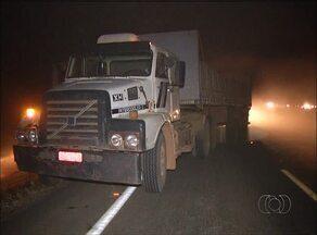 Homem morre após bater de frente com caminhão na TO-050 - Homem morre após bater de frente com caminhão na TO-050