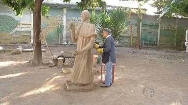 Conheça o trabalho da artesão Isulina Xavier em Corumbá - Aos 90 anos, a artesão não pensa em abandonar o trabalho com as obras