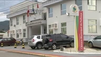Vereadores de Palhoça aprovam aumento de salários na Câmara do município - Vereadores de Palhoça aprovam aumento de salários na Câmara do município