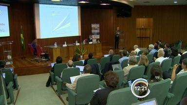 Inpe coordena força-tarefa contra emissão de gases poluentes na Terra - Encontro em São José reuniu pesquisadores de 36 países nesta segunda.