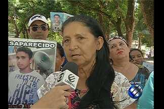 Quadro Desaparecidos conta novas histórias nesta terça-feira - Familiares procuram o quadro em busca de informações sobre entes desaparecidos.