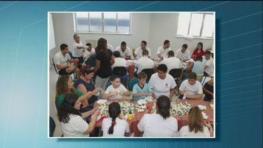 Alunos de uma escola de Santos colaboram com a Ação do Coração - A escola de educação especial 30 de Julho fez uma oficina de confecção de corações.