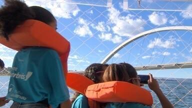Moradores da Estrutural descobrem as belezas do Lago Paranoá - O Lago Paranoá fica só a 20 minutos da Estrutural, mas muitos moradores ainda não a conhecem. Mas uma iniciativa levou um grupo de pessoas para um passeio inesquecível.