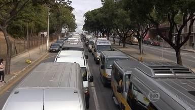 Motoristas de escolares protestam contra exigência de cadeirinhas em MG - Movimento é contrário, ainda, à padronização da frota.