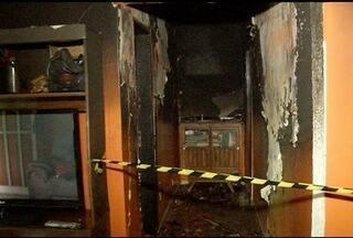 Em Montes Claros, idoso fica ferido durante incêndio em casa - Chamas atingiram um quarto da residência.