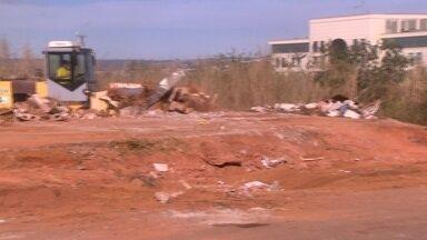 Mais de 400 caminhões foram usados para retirar o lixo no DF - A Administração começou uma limpeza e disse que vai passar a orientar as pessoas sobre onde deve ser deixado o lixo.