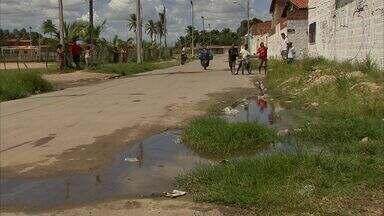 Moradores do Araturi dizem não suportar mais a buraqueira nas ruas - CETV denuncia há meses situação no local.