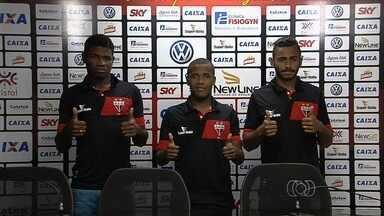 Atlético-GO embarca com novidades para enfrentar o Santa Cruz - Willie, Feijão e Weverton são apresentados. Eron deve estrear.