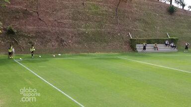 Luan, Giovanni Augusto e Jemerson treinam tentam gol olímpico na Cidade do Galo - Luan, Giovanni Augusto e Jemerson treinam tentam gol olímpico na Cidade do Galo