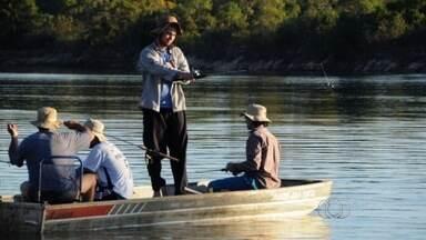 Série 'Tá de Férias? Vai Pescar' mostra a paixão do goiano pela pescaria - Tem gente que passa o ano inteiro preparando a tralha e ainda acampa no meio do mato.