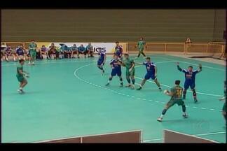 Em aperitivo para Mundial Jr., Brasil vence Romênia em amistoso - Seleção brasileira vence romenos por 33 a 20 no Centro Olímpico, em Uberaba. Time aproveita teste para experimentar variações na defesa antes da estreia no domingo