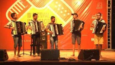 Juazeiro recebe sanfoneiros de todo o país em festival - Músicos mostraram que a sanfona não deve ser utilizada somente no forró, mas em vários ritmos.