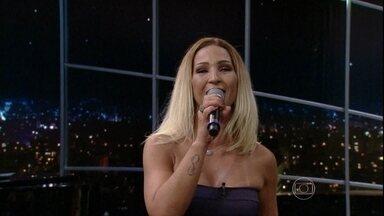 """Valesca Popozuda anima Programa do Jô com """"Beijinho no Ombro"""" - Cantora se apresenta com um de seus maiores sucessos"""