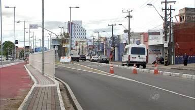 Estações do corredor da Bezerra de Menezes são intaladas - Avenida ganhou corredor de ônibus na faixa central