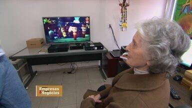 Empresa ganhadora de melhor jogo em feira de games tem como investidora uma 'vovó' - No Brasil, o mercado de games é movimentado principalmente por micro e pequenas empresas. Dona Helena, de 86 anos, é quem aposta na empresa do neto.