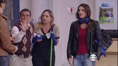 Ladrão charlatão não convence - A esperta cliente Sabrina (Priscila Fantin) entra e descobre assalto no banco. Aí tem...