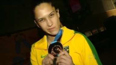 Iris Sing protagoniza virada incrível e fica com medalha de bronze no Pan - Atleda do takwondo fala sobre a carreira no esporte.