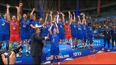 França vence Sérvia e conquista, pela primeira vez, o título da liga Mundial de vôlei - Torcida brasileira tenta secar o time franc6es, algoz canarinho, mas não consegue.