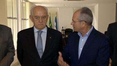 Ministro do Trabalho entrega 30 cartas sindicais em visita ao ES - Cartas dão autonomia e poder de negociação aos sindicatos.Manoel Dias também falou sobre o Programa de Proteção ao Emprego.