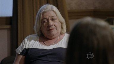 Dalva desconfia do comportamento de Nat - Nat diz que não se lembra de Alan e garante só ter Duca, Gael e Karina em sua memória