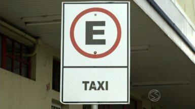 Novas tarifas de táxi entram em vigor em Três Rios, RJ - Lei federal determina que município com mais de 50 mil habitantes tenham taxímetro; implantação na cidade está em fase final.