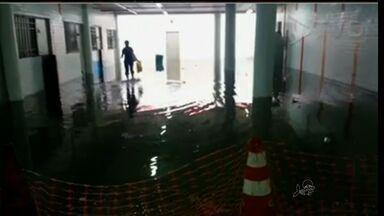 Passagem subterrânea do Terminal Antônio Bezerra fica alagada - Etufor afirma que problema já foi resolvido.