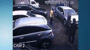 Vídeo mostra tentativa de assalto a guincho em Vitória, ES - O filho do proprietário foi agredido e levou um tiro. Suspeitos chegaram de carro e renderam também funcionária do local.